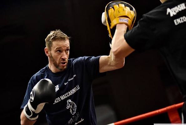 ENZO MACCARINELLI vs ROY JONES JR